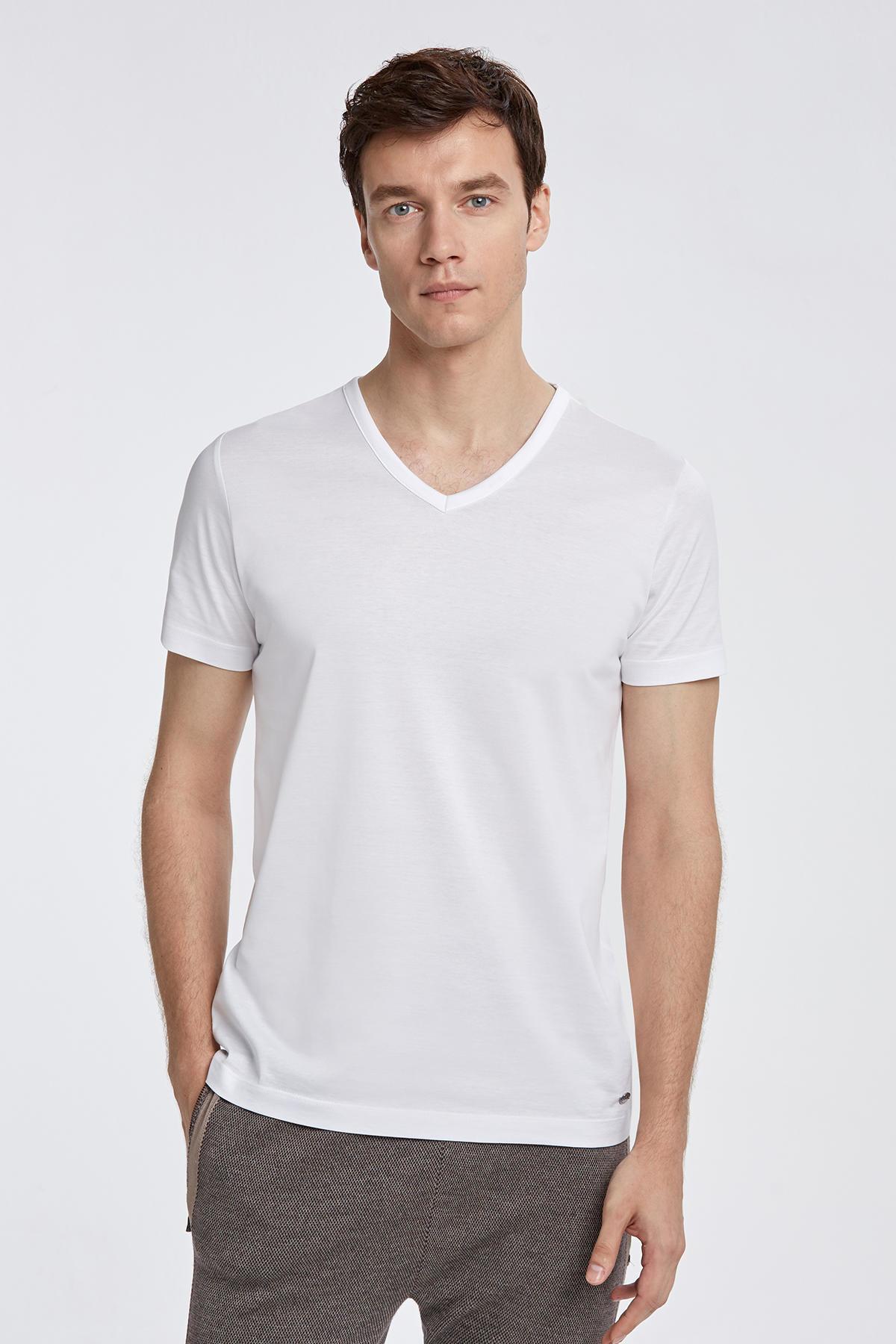 V Yaka Beyaz Basic T-Shirt