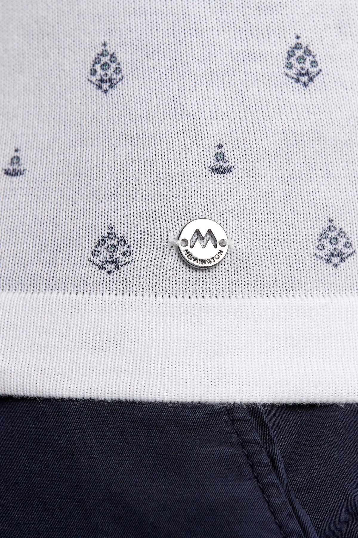 Desenli Beyaz Triko Polo
