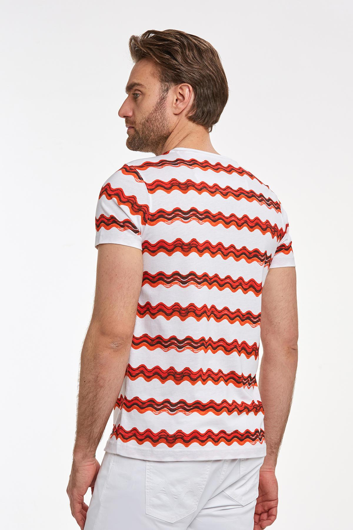 Desenli Bisiklet Yaka Kırmızı T-shirt