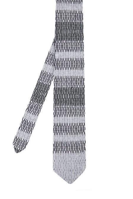 Desenli Açık Gri Siyah Örgü Kravat